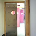 Dörrar med titthål